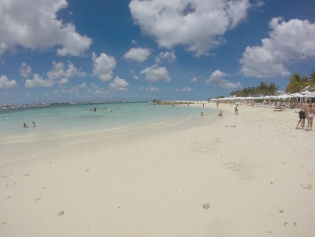 Praia privada em Balmoral Island, Bahamas.
